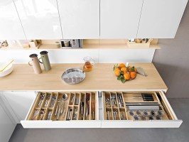 Contemporary Italian Kitchen Offers Functional Storage ...
