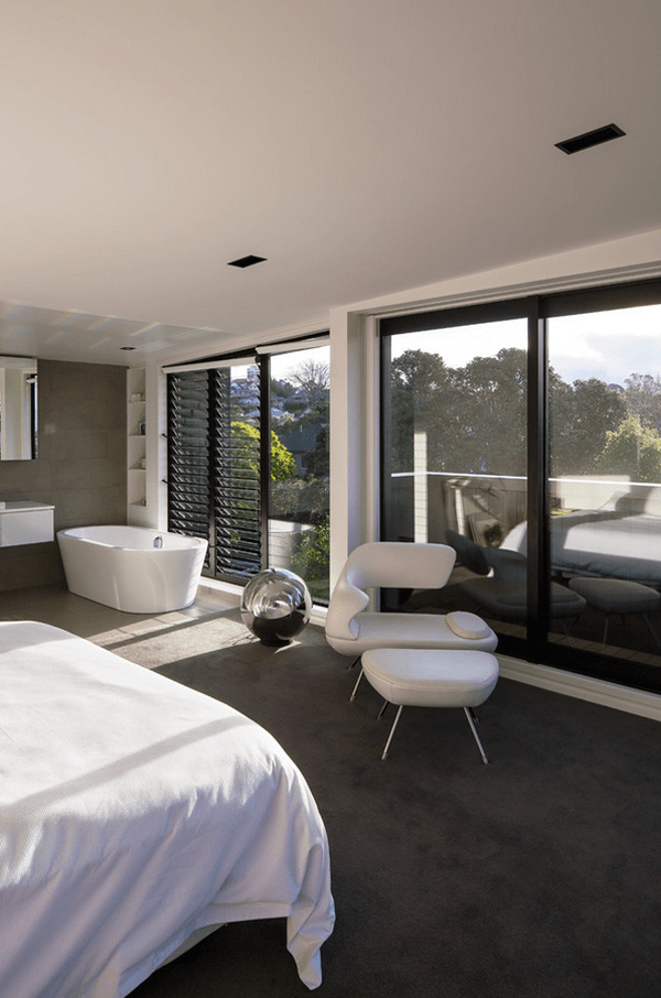 Design For The Romantic Bathtubs In The Bedroom
