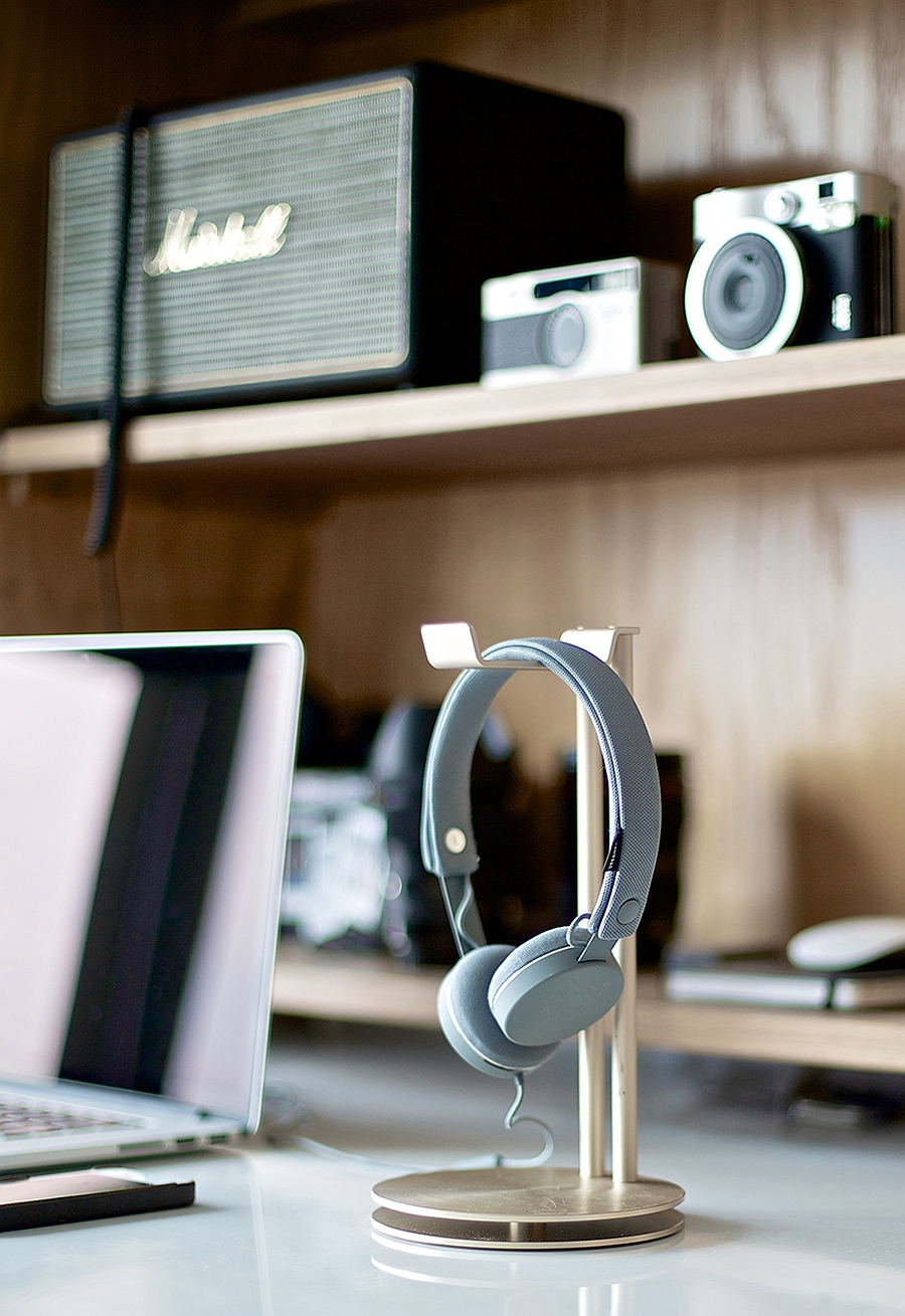 Stylish Headphone Hanger Art For Your Desk