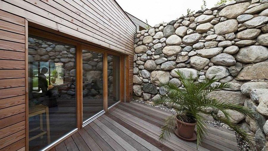 Scenic Landscape and Natural Materials Shape Elegant