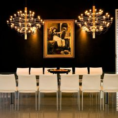 Black And Gold Living Room Ideas Blue Brown Decor 15 Refined Decorating In Glittering Brings An Air Of Posh Elegance To The Backdrop From Moshi Gitelis