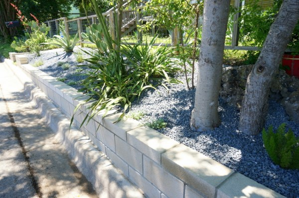 diy cinder block retaining wall