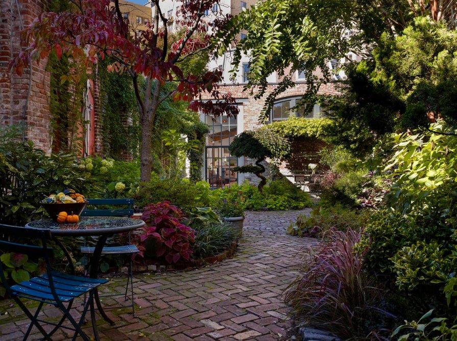 20 charming brick patio designs