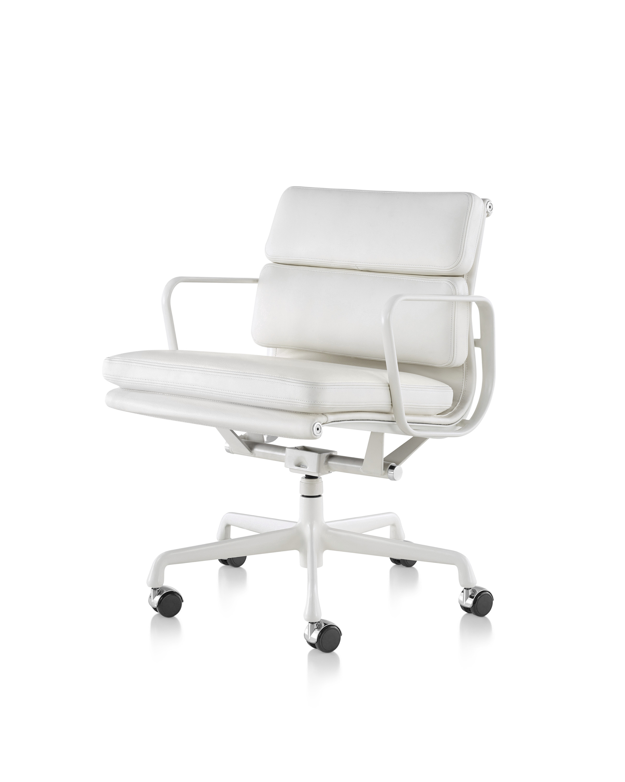 Eames Soft Pad Management Chair 20 High End Workplace Chairs And Seats
