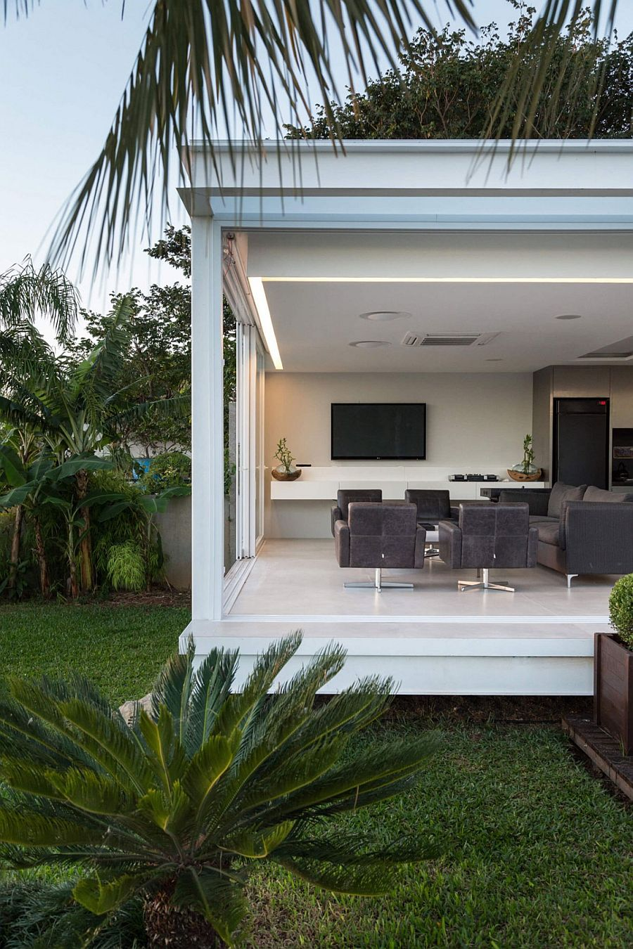 Contemporary Pool House in Porto Alegre by Kali Arquitetura
