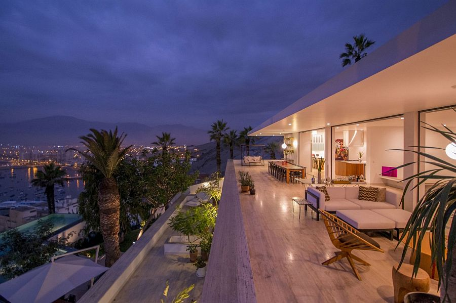 Majestic Hillside Retreat Overlooking the Pacific by Adrin Noboa Arquitecto