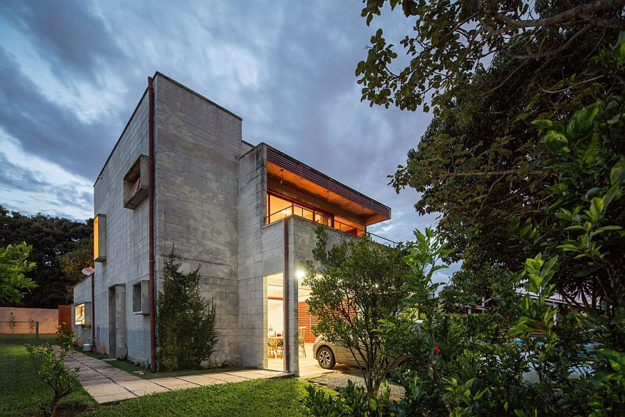 Casa SMPW Affordable Brazilian Home in Concrete Metal