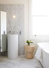 Little Luxury: 30 Bathrooms That Delight with a Side Table ...