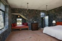 25 Bedrooms that Celebrate the Textural Brilliance of ...