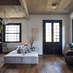 Old World Living Room Design Decorating Ideas Curtains In Charm Finds Modern Expression Inside Apartamento Jardins