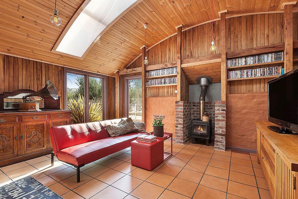 EnergyEfficient Beach Style Retreat with Modern Cottage