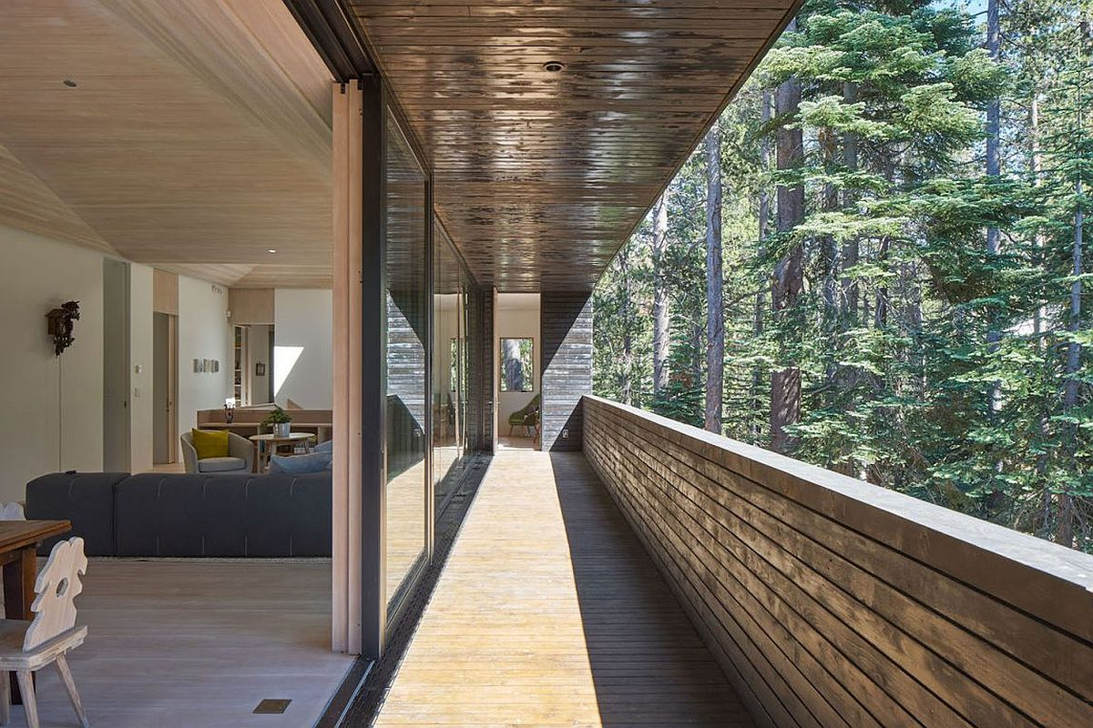 Built to Withstand Heavy Snowfall Dashing Cabin in Sugar Bowl Ski Resort