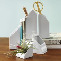 Useful Desk Accessories for Modern Offices