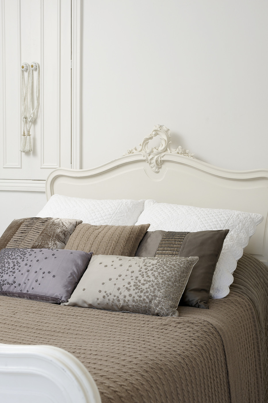 how to decorate with taupe colors