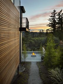 Stunning Outdoor Hangouts And Decks With Forest View