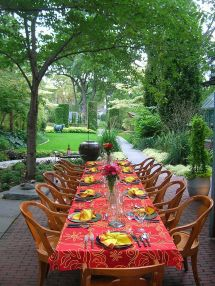 Outdoor Dinner Party Table Setting Idea
