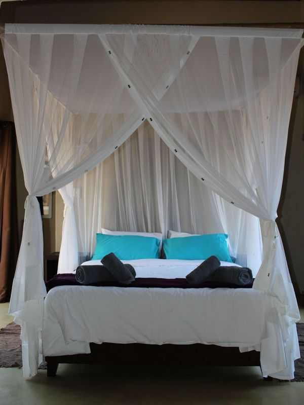 Four Poster Bed Canopy with Curtains