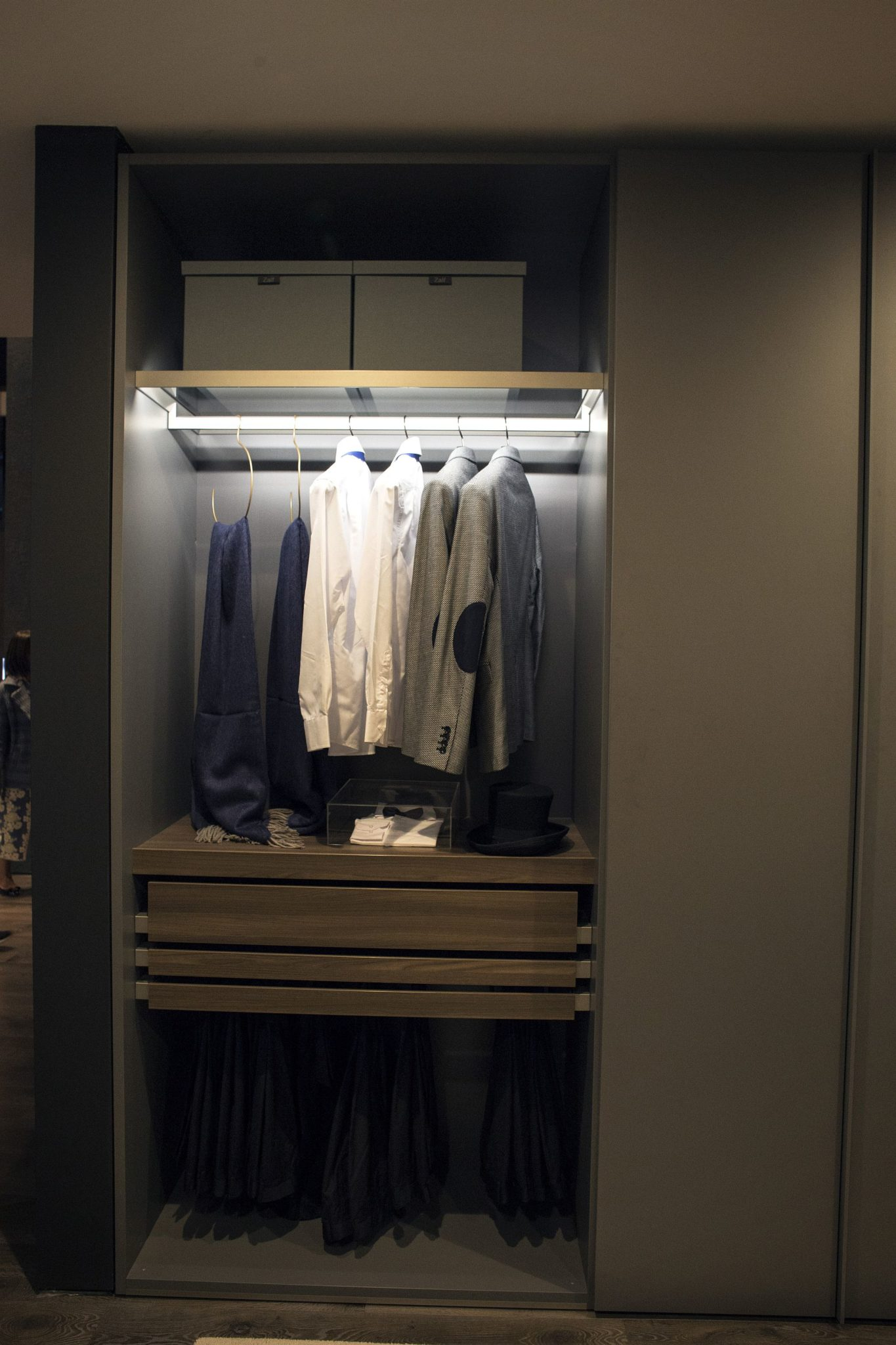 An Organized Wardrobe 15 Space Savvy And Stylish Closet Ideas