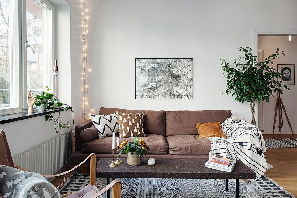 curtains for living room with grey sofa theatre menu 30 ways to create a romantic ambiance string lights