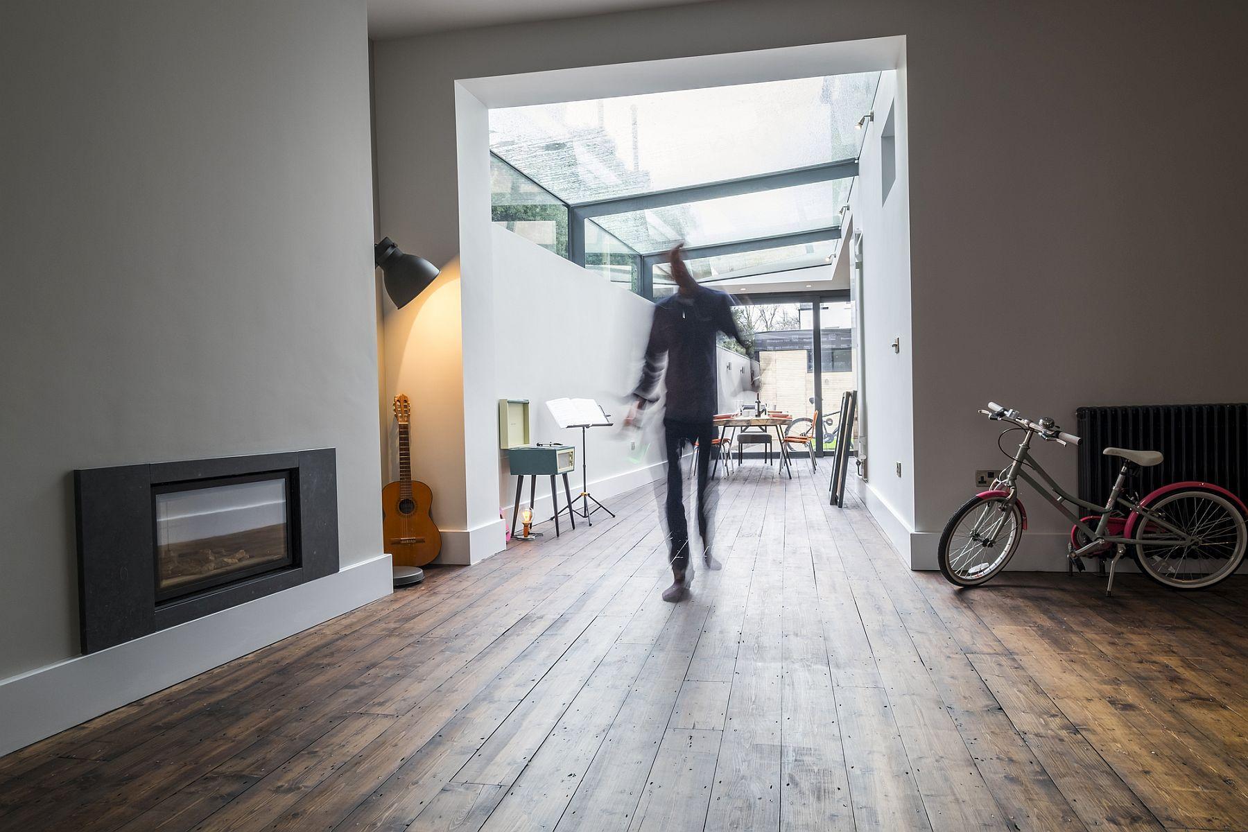 Modern Revamp Involving a Glass Roof Transforms This Dark