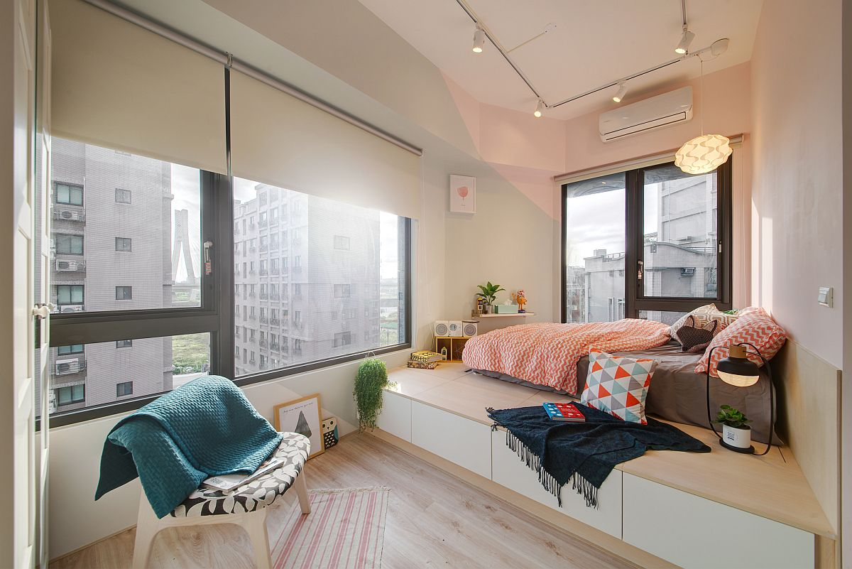SpaceSavvy Urban Apartment Designed for a Couple and