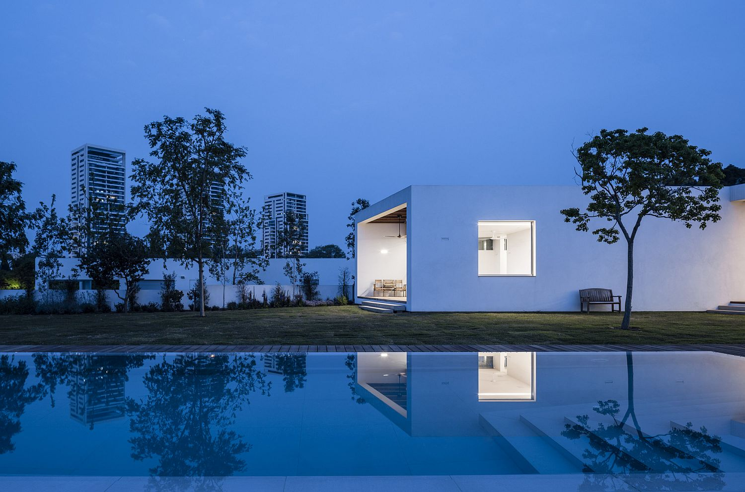 Z House Expansive Israeli Home Flows Into Beautiful