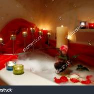 Bathroom Compact Bathtub Candles Design
