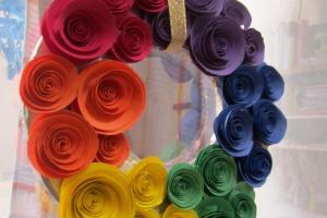 Bee San Diy Rainbow Coloured Paper Rose Wreath