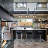 Contemporary Hilltop Home Makes Space Comfortable