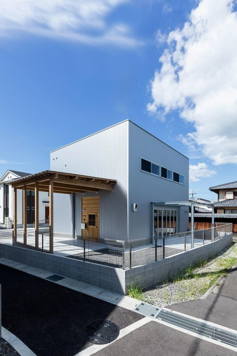 Contemporary House Japan Mimics Appeal