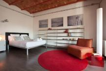 Contemporary Loft Near Plaza Cat Sleeps Coli