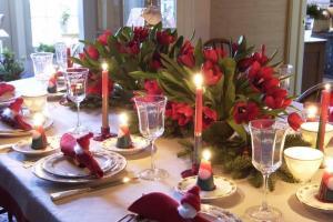 Dining Room Festive Christmas Dinner Table Decorating