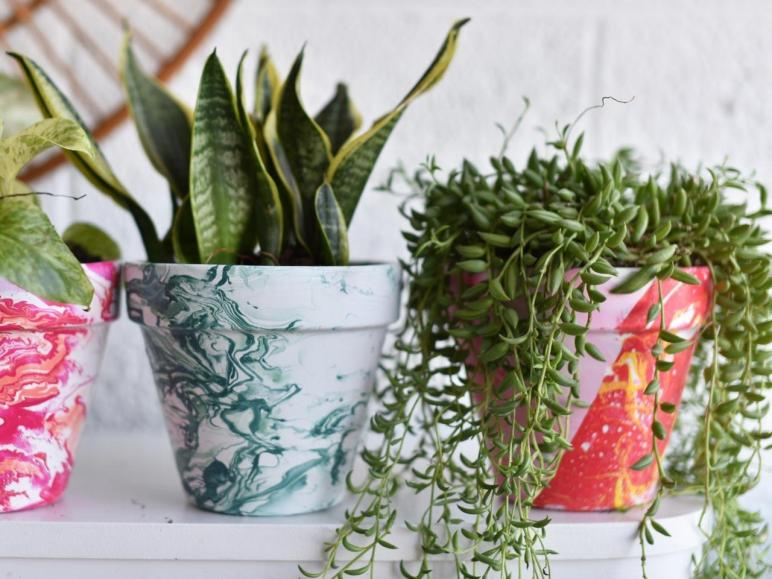 Diy Bright Marbled Pots Using Nail Polish