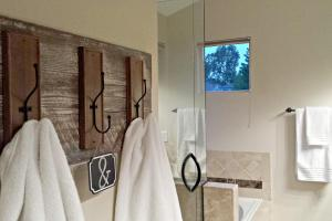 Diy Rustic Towel Rack Blue Sage Designs