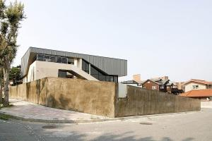 Dramatic Cantilevered Property South Korea