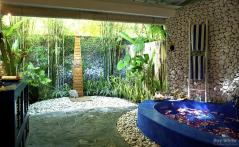 Epitome Luxury Refreshing Outdoor Showers