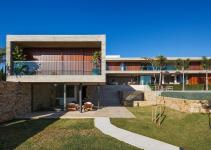 Expansive Living Multiple Volumes Create Breezy