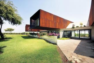 House Cantilevered Modern Holiday Home Peruvian