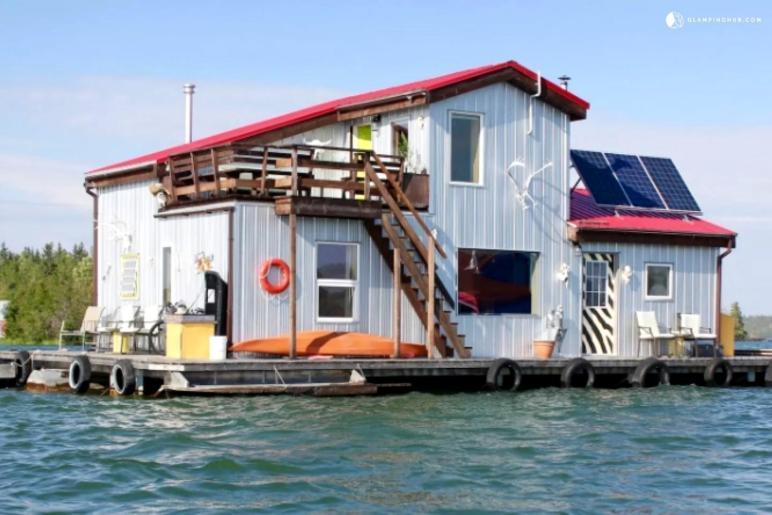 Houseboat Rental Yellowknife Bay