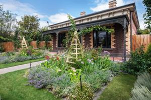 Landscape Design Charming Cottage Garden Bettina Deda