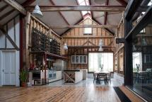 London Barn Conversion Puts Reclaimed Materials Good