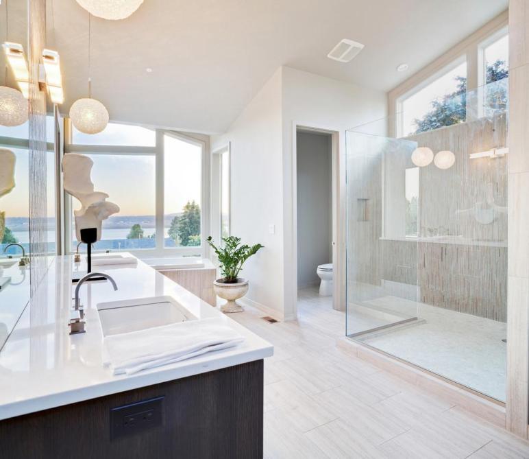 Luxurious Bathroom Ocean Interior Design Ideas