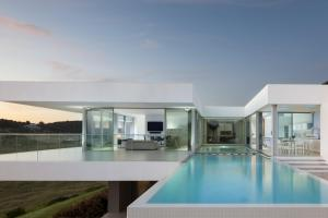 Luxurious Contemporary Clifftop Villa Algarve