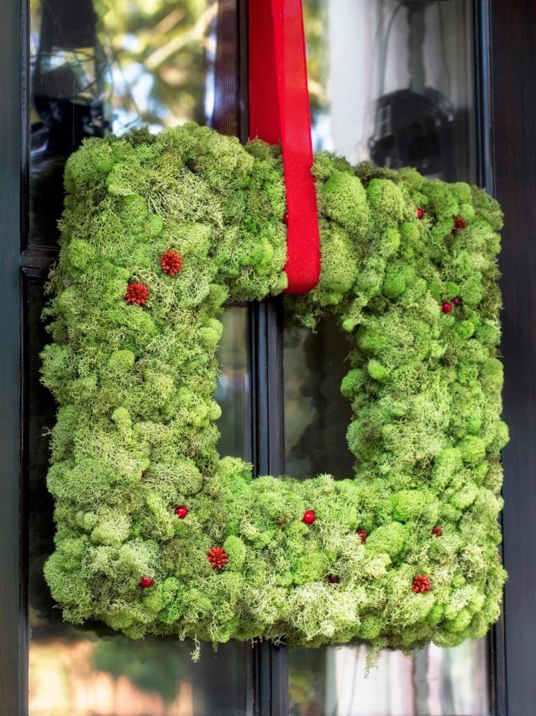 Make Christmas Moss Wreath