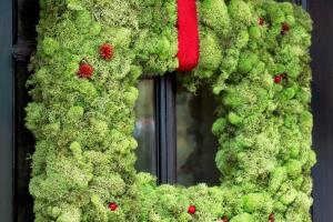 Make Christmas Moss Wreath