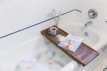 Make Dual Purpose Bathtub Caddy Breakfast Tray