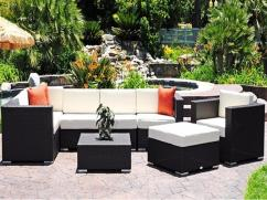 Modern Black Sofa Set Using Crisp White Cushions
