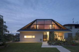 Modern House Hipped Glass Roof Japan Freshome
