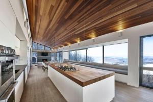 Modern Ski Chalet Quebec Serves Ideal Family Retreat