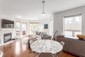 Renovated Vancouver Condo White Embraces Scandinavian